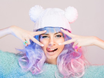 A cor do seu cabelo e suas roupas
