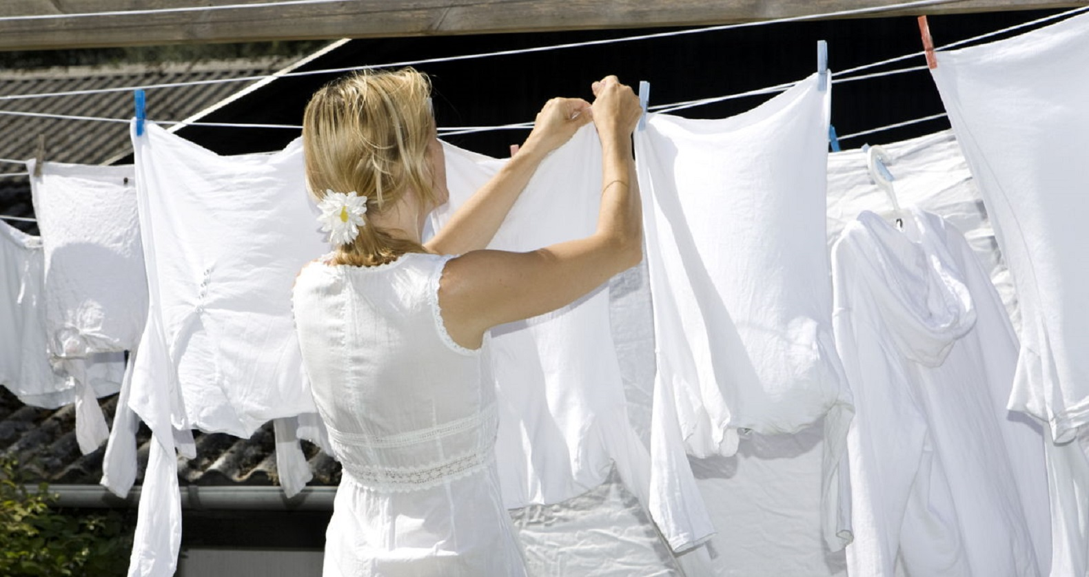 1280-172924983-drying-white-clothes